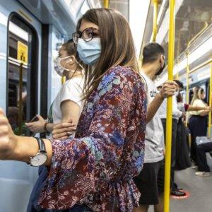 Covid-19: le regole anti-contagio sui mezzi pubblici e in casa
