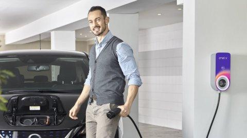 Auto elettrica, Enel X lancia la colonnina di ricarica privata