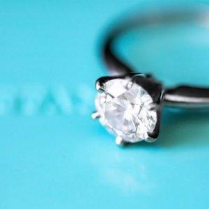 """Lvmh-Tiffany, pace fatta: nuovo accordo e nozze """"scontate"""""""