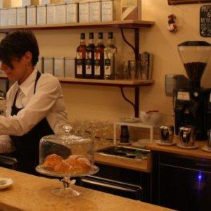 Un caffè anti-Covid, al bar Terzi di Bologna