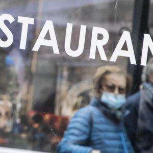 Ristoranti e coprifuoco: le riaperture nel resto d'Europa