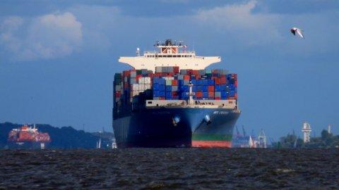 Cina: il grande ingorgo dei porti manda alle stelle noli e chips