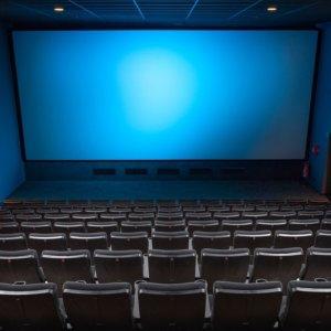 """Cineworld chiude sale in Usa e Gb: """"Mancano film"""". Titolo a picco"""