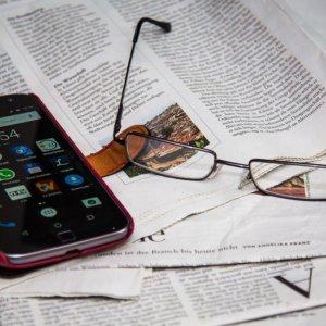 Gli italiani e i media: boom dell'Internet veloce, giù i giornali
