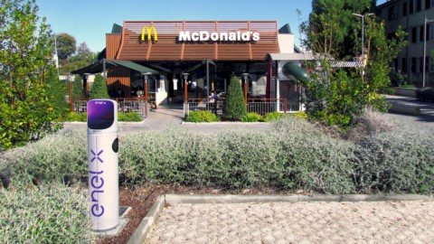Auto elettriche: McDonald's e Enel X, accordo su 200 colonnine