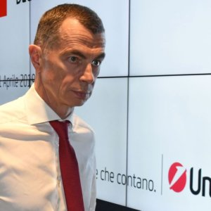 Unicredit: Mustier lascia, de Marchis dg ad interim