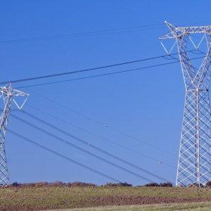 Consumi elettrici in ripresa nel 2021, crescono le rinnovabili