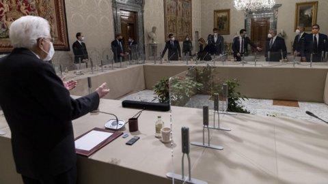 """M5S: """"Niente veti su Renzi se dice sì a Conte-ter"""", ma Di Battista non ci sta"""
