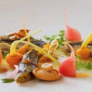 La ricetta di Manuel Marchetta:  Alici marinate in zafferano con carpione di verdurine, papaya e cardamomo