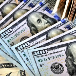 Tassi e dollaro spinti su dall'economia Usa. Borse ancora ottimiste