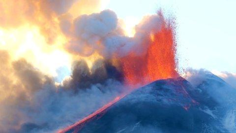 Etna, eruzione 16 febbraio: video e immagini