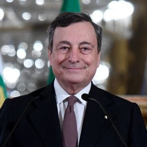 """Draghi: """"Lotta al Covid e ricostruzione: l'unità è un dovere"""""""