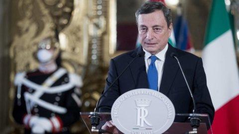 """Draghi accetta. """"Momento difficile, ma fiducioso nell'unità"""""""
