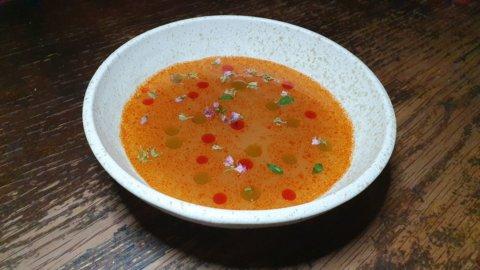 Il consommé di grilli e cavallette: la ricetta di Loris Caporizzi uno chef oltre la siepe