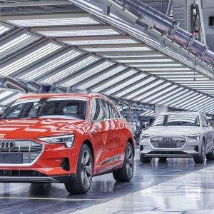 Covid tartassa l'industria e i servizi: l'auto la più colpita