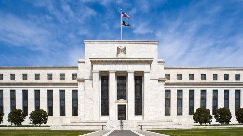 Borse frenate dal rialzo dei tassi bond. Bene auto e banche