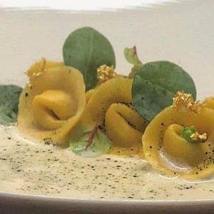 La ricetta dello chef Michele Iaconeta: tortelli e ostrica con il raro fagiolo del Papa