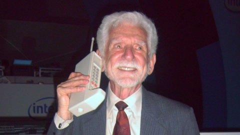 ACCADDE OGGI – La prima telefonata col cellulare 48 anni fa