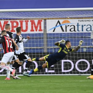 Il Milan espugna Parma, tocca a Inter e Juve rispondere