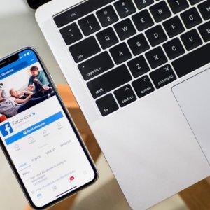 Apple e Facebook: scoppia la guerra sulla privacy