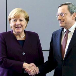 """Draghi a Berlino da Merkel: """"Sui migranti dovremo aiutarci"""""""