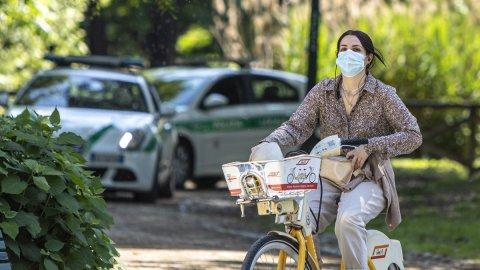 Basta mascherine all'aperto, ma sarà il Governo a decidere la data