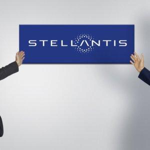 """Stellantis, Elkann: """"Il futuro è elettrico, più donne nel management"""""""