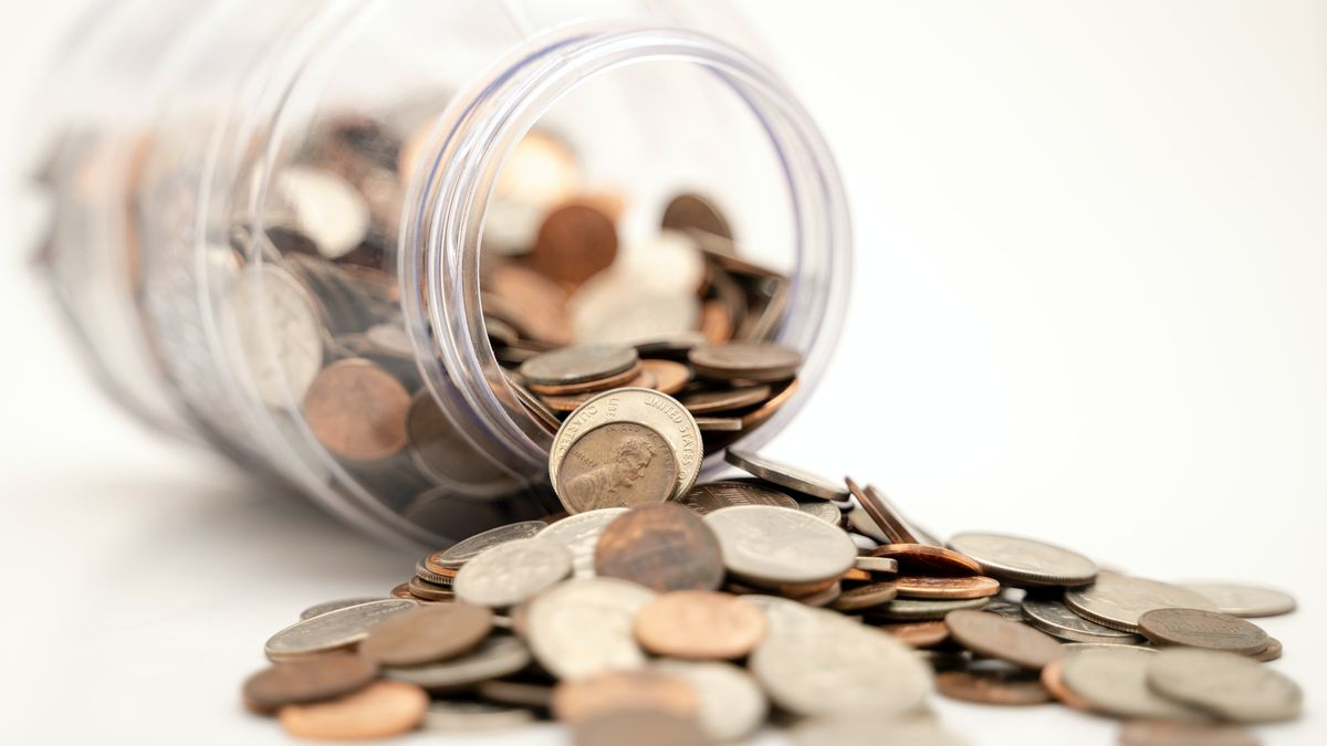 Contenitore con soldi, immagine per dividendi 2021