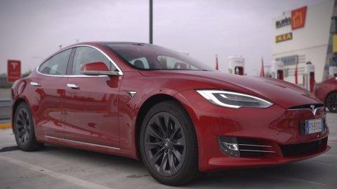Tesla: Panasonic vende le sue quote per 3,6 miliardi