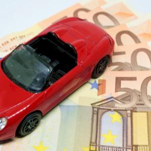 Assicurazioni auto: prezzi in calo, sinistri in aumento