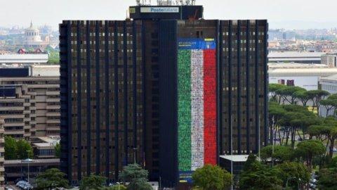 Europei, anche Poste tifa Azzurri: maxi-bandiera all'EUR
