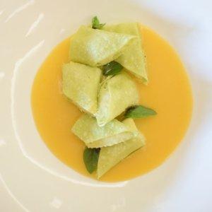 La ricetta di Gianpiero Cravero: Cannoli al baccalà su vellutata di crostacei e zafferano