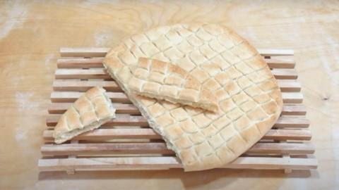 Pizza scima, la pizza abruzzese senza lievito croccante e saporita
