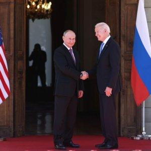 Biden-Putin: scambio di ambasciatori e consulto sulla cyber security
