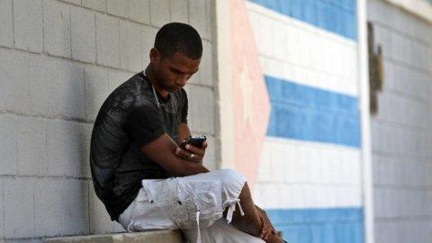 Cuba si scopre tech: prodotto il primo cellulare