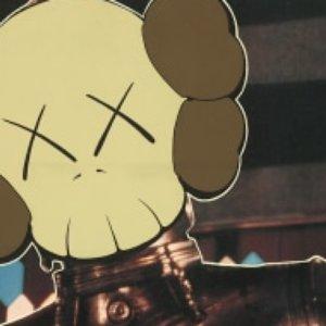 Arte contemporanea: teschi di Kaws che richiamano Warhol e Basquiat