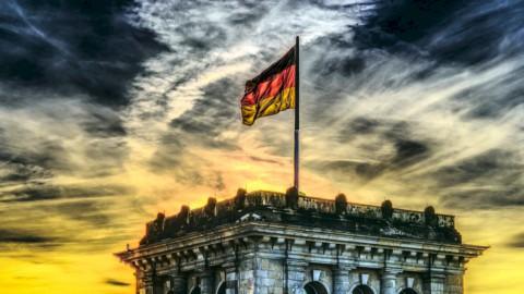 Bund tedesco alla prova del voto e materie prime in volo