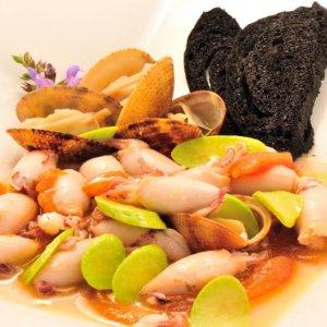 La ricetta di Claudio Pasquarelli, Calamaretti spillo ai crostacei e zucchine trombette croccanti