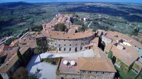 Bcc Castagneto Carducci, l'economia nel castello Della Gherardesca