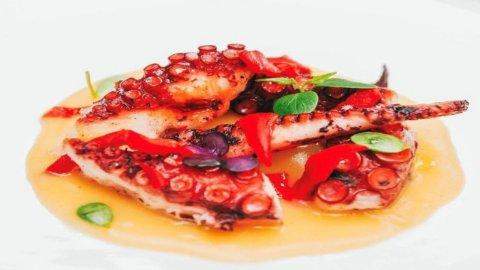 La ricetta di Andrea Cutillo: Polpo tre cotture, patate, pimenton e piquillo