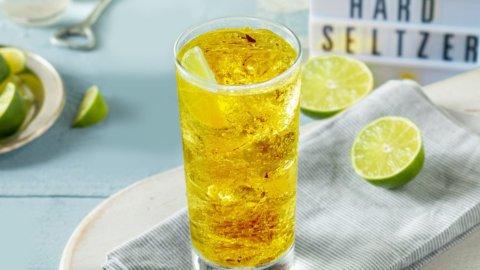 Coca-Cola e Pepsi si danno all'alcol: la nuova moda dell'hard seltzer