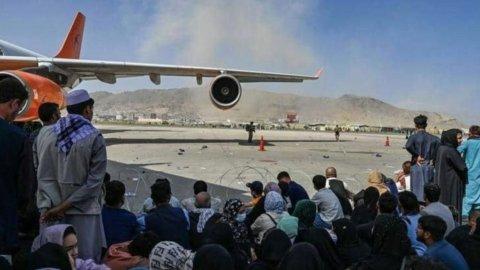 Strage all'aeroporto di Kabul, decine tra vittime e feriti