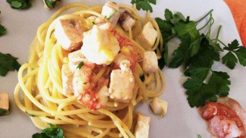Cucinare in  barca: una gustosa e insolita carbonara di mare di Fishing Academy&Cuisine