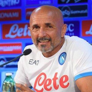 Il Napoli difende il primato, Roma e Lazio cercano il riscatto