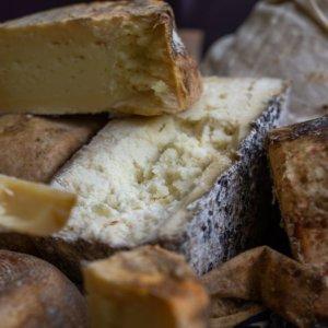 Cheese a Bra: si alza il sipario sulla magia degli alpeggi e dei formaggi a latte crudo