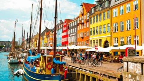 """La Danimarca dice basta al Green Pass: """"Virus sotto controllo"""""""