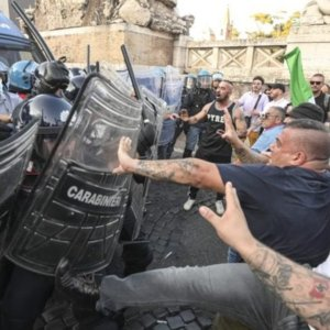 No Green Pass, assalto alla Cgil: Roma e Milano ad alta tensione