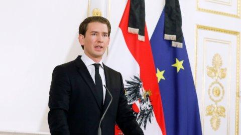 Austria: il cancelliere Kurz accusato di corruzione