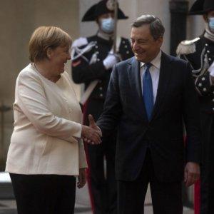 """Draghi: """"Merkel decisiva per Recovery"""". La Cancelliera: """"Lui garante dell'euro"""""""