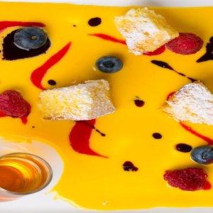 La ricetta di Silvia Moro, torta sabbiosa, melograno e cachi, omaggio a Pollock e Marchesi